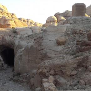 Tunnel nabateo petra giordania