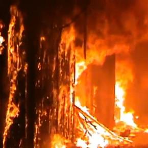 La Siria brucia: in fiamme l'antico souk di Aleppo